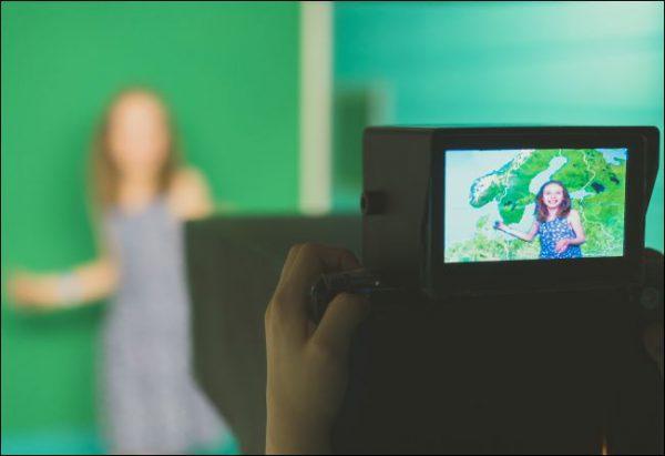چگونه از پرده سبز یا آبی برای فیلمبرداری با آیفون و آیپد استفاده کنیم؟