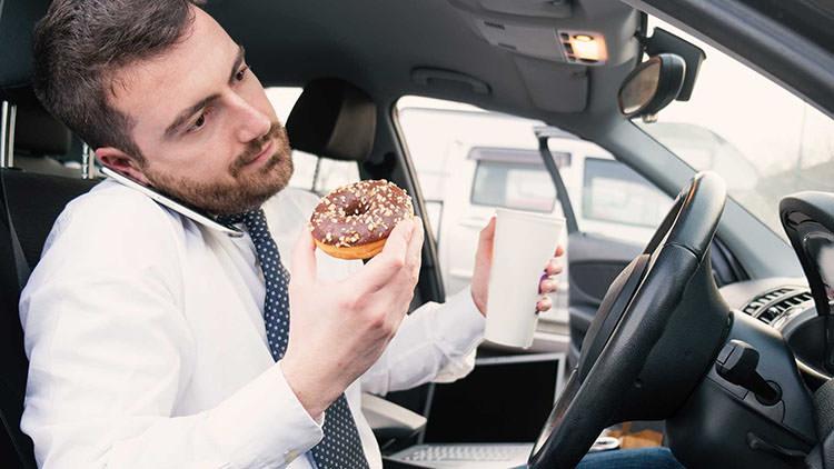 ۶ توصیه برای جلوگیری از حواسپرتی در رانندگی