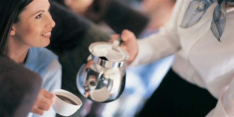 چرا نباید در هواپیما قهوه بنوشید؟